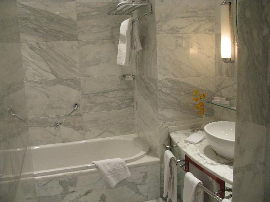 Le Grand Amman Managed By AccorHotels: Stunning bathroom