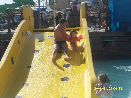 Titanic Beach Spa & Aqua Park: The pirate kids ship and slides