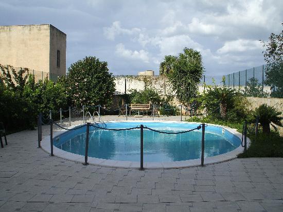 Hotel Isola di Mozia: Sparkling Pool