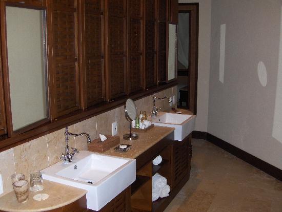 salle de bain ouverte (lavabos) - picture of dreams riviera cancun ... - Salle De Bain Ouverte