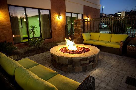 cool patio garden ideas uk   Garden Patio With Fire Pit - Picture of Hilton Garden Inn ...