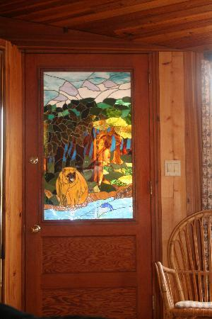 Canadian Artisans Bed & Breakfast: Stained Glass door handcrafted by the owner, Val