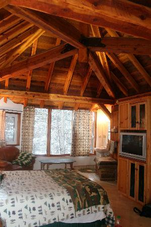 Canadian Artisans Bed & Breakfast: The Tree House Suite