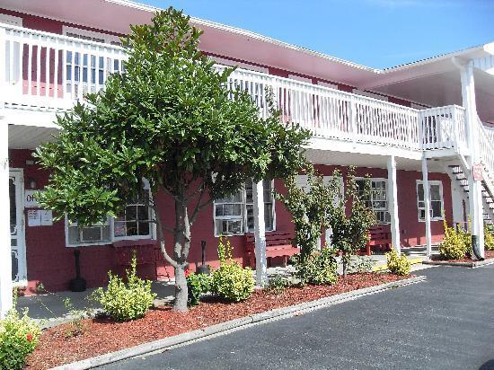 Burgundy Inn: Main Building