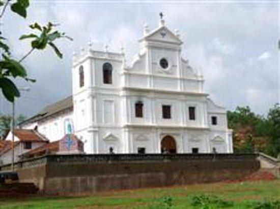 Carambolim Holiday Cottages : Carambolim Church