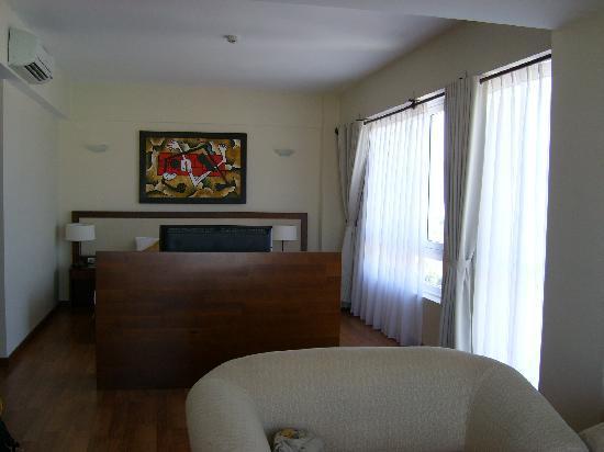Starlet Hotel: la chambre vue du salon