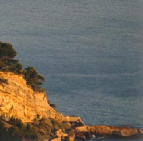 Chateau de Cassis: 岩の上に聳え立っています