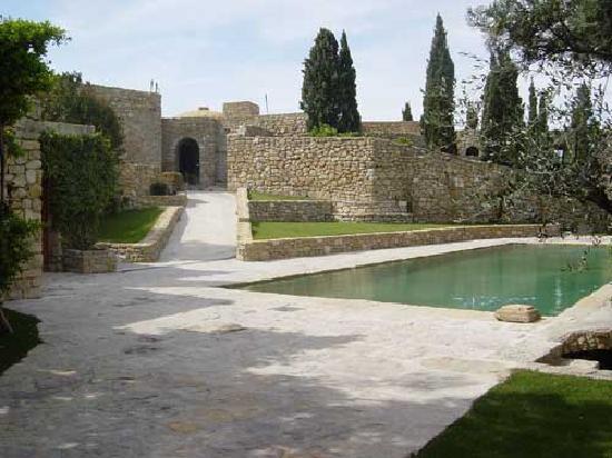Chateau de Cassis: 中庭