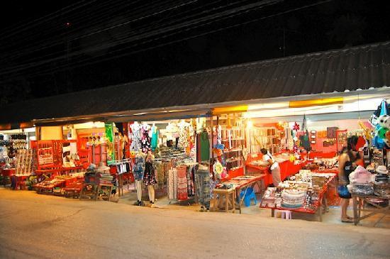 Garden Resort: Night Shopping