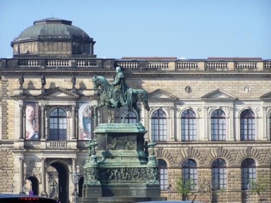 Royal Palace (Residenzschloss): The palace