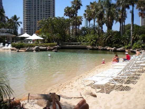 Surfers Paradise Marriott Resort & Spa: Beach section of the Lagoon Pool.