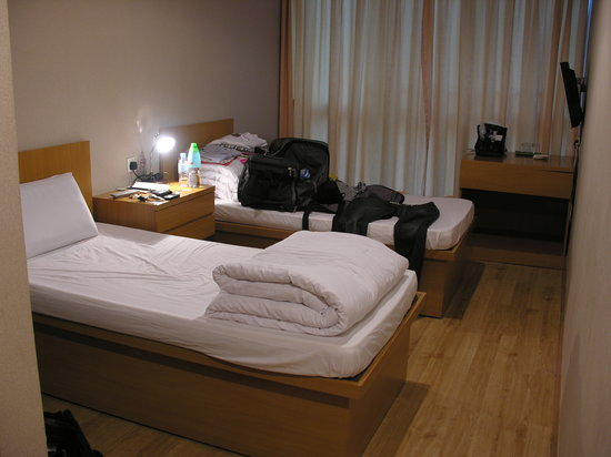 Jiun Long Hotel: A standard room