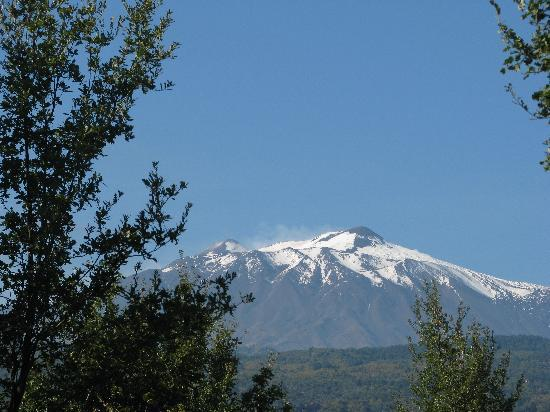 Il Nido dell'Etna : Mount Etna seen from the hotel