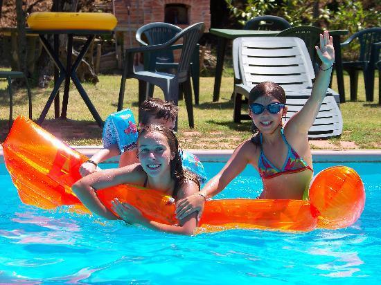 Podere Montagione: détente à la piscine