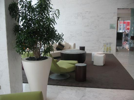 Media One Hotel Dubai: the lobby