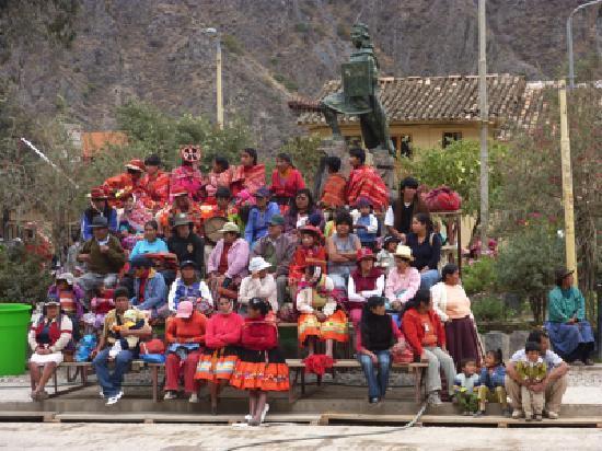 Ollantaytambo, Peru: Fête du village
