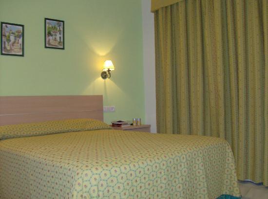 هوتل ألبيرو: bedroom