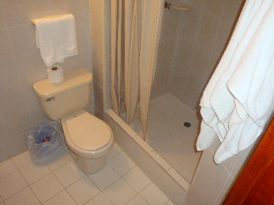 Hotel Betoma: Bathroom View 02