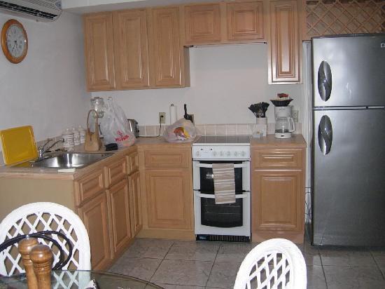 Island House Hotel: kitchen