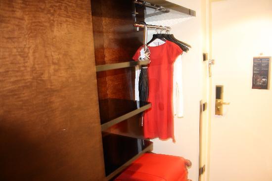 Maximilian Hotel: armario
