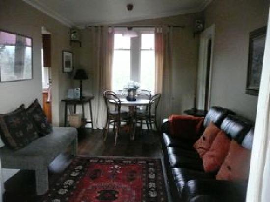 Big Tom's Cottages: Living Room