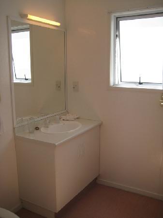 Malones Motel : Washroom