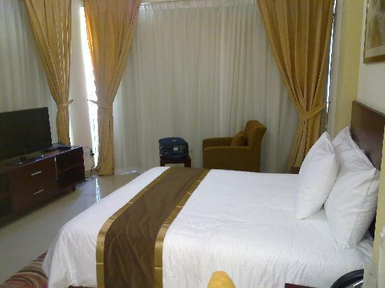 Mazoon Hotel Apartments: king room