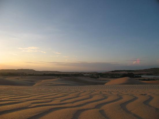 Sunrise Resort: White sand dunes
