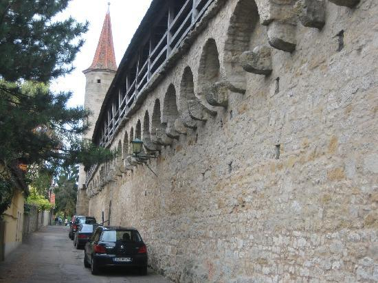 ‪‪Hotel Garni Kreuzerhof‬: Rothenburg still has it's city wall!‬