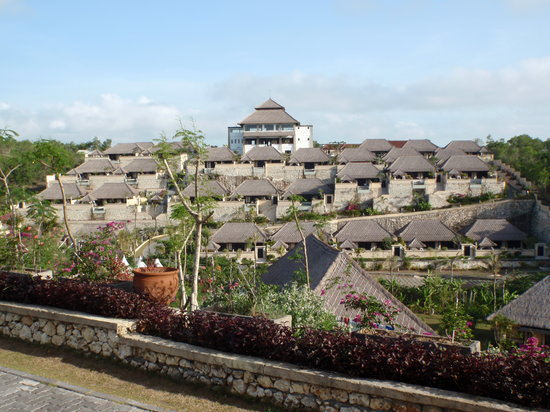 Ocean Blue Bali: A veiw of the hotel from our villa