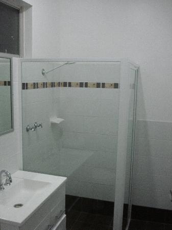 Gale Street Motel & Villas: Bathroom