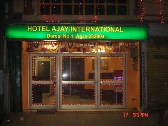 Ajay International Hotel: entrance