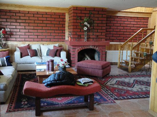 Keoken Patagonia Bed & Breakfast: Salon planta inferior