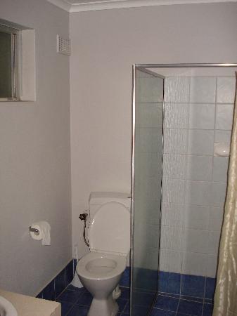 Denmark Hotel and River Motel : Bathroom