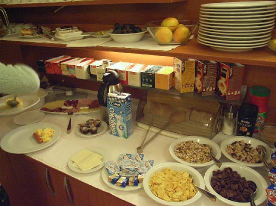 Royal Suites : nice breakfast provided