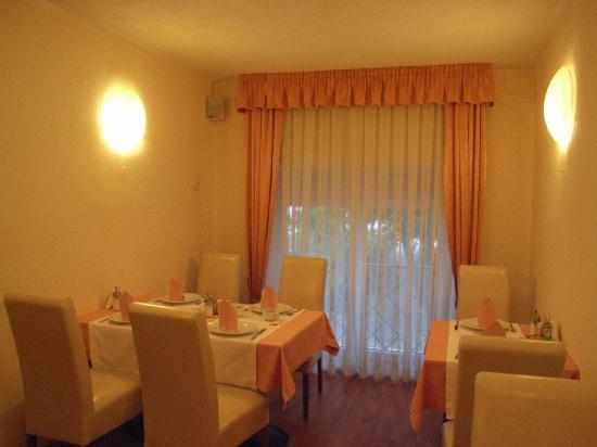 Royal Suites: breakfast room