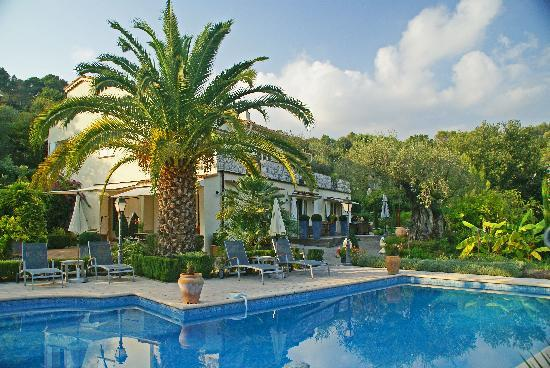 La Colle-sur-Loup, Francia: The villa from the pool