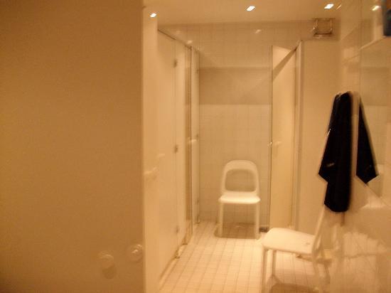 City Hostel: les douches homme