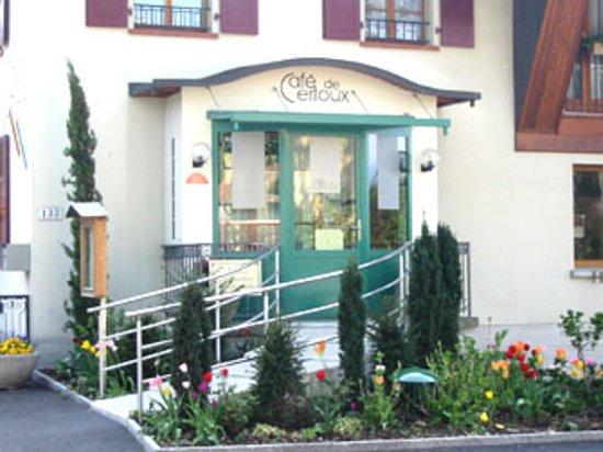 Cafe de Certoux: entrée du restaurant de certoux campagne genevoise suisse