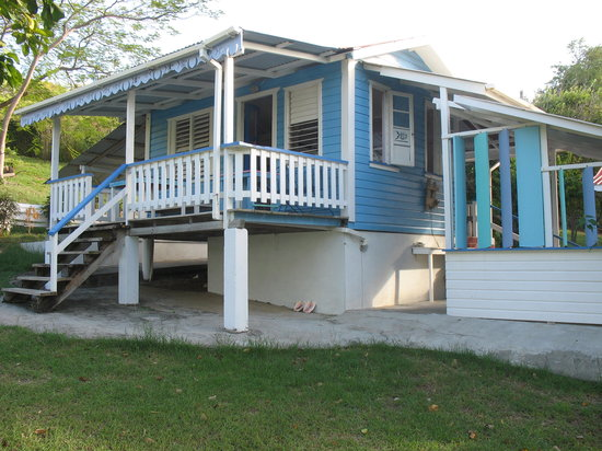 Bayaleau Point Cottages : blue cottage