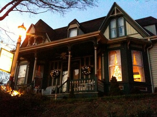 Bellevue Bed and Breakfast: Front of house