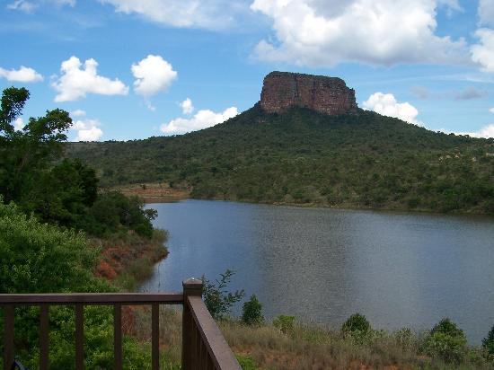 Entabeni Game Reserve, Afrika Selatan: View of Entabeni Mountain from restaurant