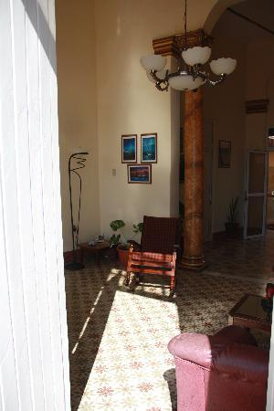 Casa Particular Aurora: Living room