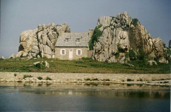 """Castel Meur """"la petite maison entre les rochers"""", Plougrescant - France 1992"""