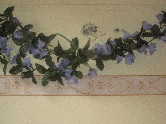 Hotel e Residenza San Maurizio: floral decoration @ the 'hotel' room we were assigned to
