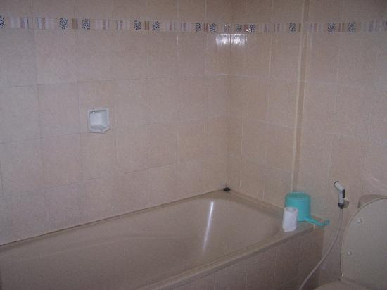 Hotel Puri Tanah Lot: Bathroom....clean and spacious