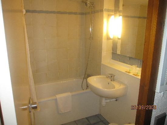 Campanile Roanne : la salle de bain