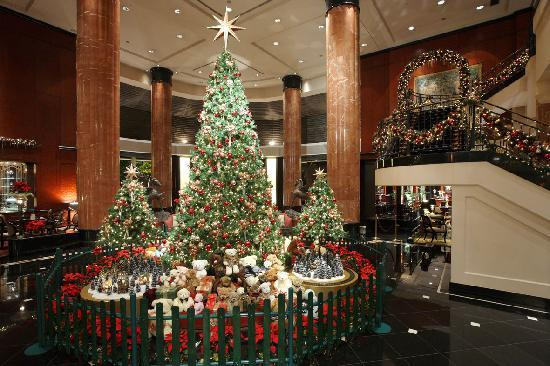 The Westin Tokyo: Hotle lobby (December)