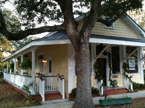 Ocean Springs, MS: front of inn