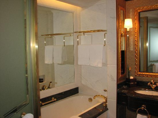 Grand Central Hotel Shanghai: bathroon